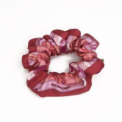 Hermès Vintage Scarf Scrunchie made from 'Bolduc Au Carre' in Pinks