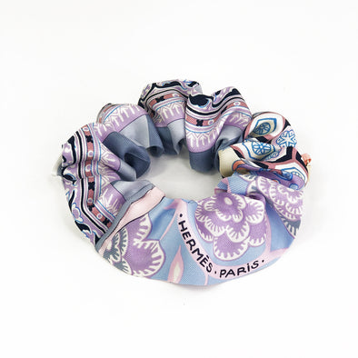 Hermès Vintage Scarf Scrunchie made from 'L'Art du Sarasa' in Pink