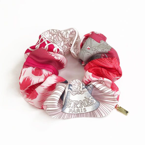 Hermès Vintage Scarf Scrunchie made from 'Casques et Plumets'