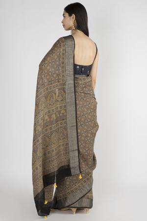 BEIGE LINEN SAREE WITH HANDBLOCK PRINTED IN AJRAK