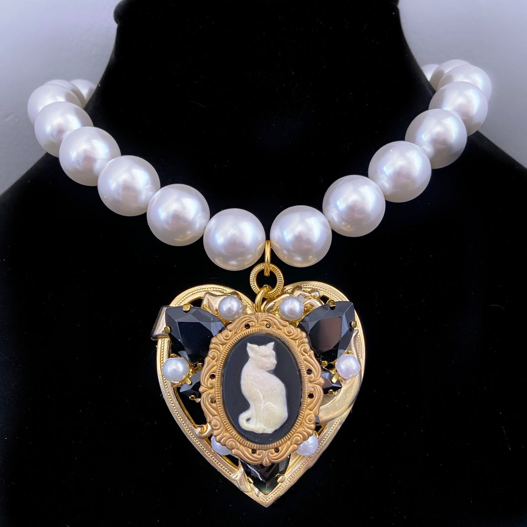 Clawdette Single Strand Pearl and Jet Heart necklace
