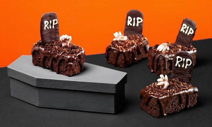 HALLOWEEN : Graveyard Cake and Brownie Recipes