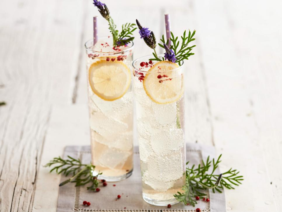 Lavender-Pink Peppercorn Vodka Sodas | Your Magic Mug