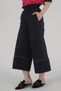 Black Piping Detailed Wide Legged Castellations Culotte Pants side