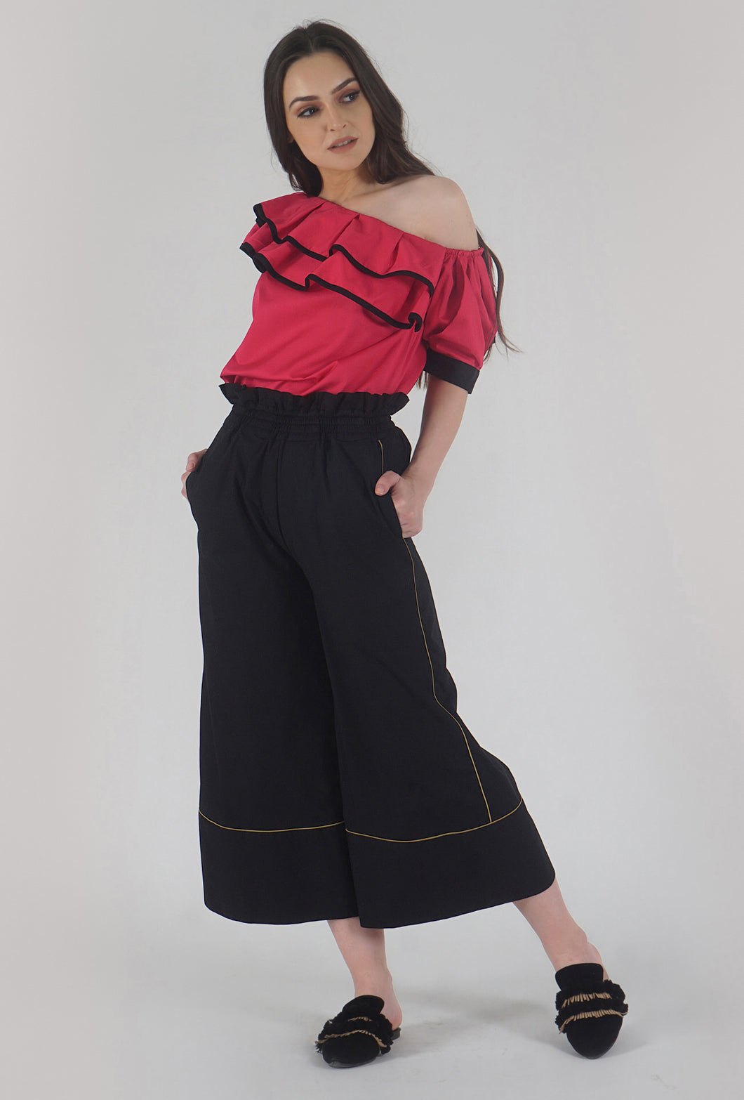 Black Piping Detailed Wide Legged Castellations Culotte Pants style