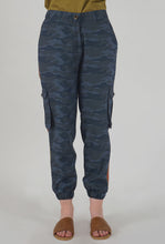 Load image into Gallery viewer, Teal Camouflaged Stripe Jogger Pants crop