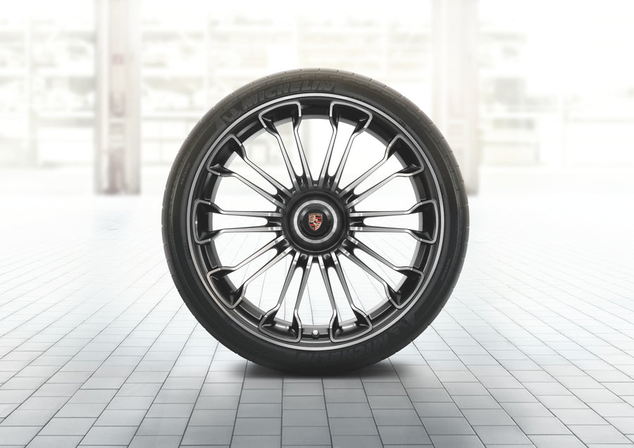918 Spyder summer wheel-and-tire set (20/21-inch)