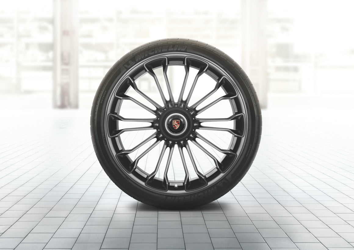 918 Spyder summer wheel-and-tire set painted in Platinum (satin-matt) (20/21-inch)