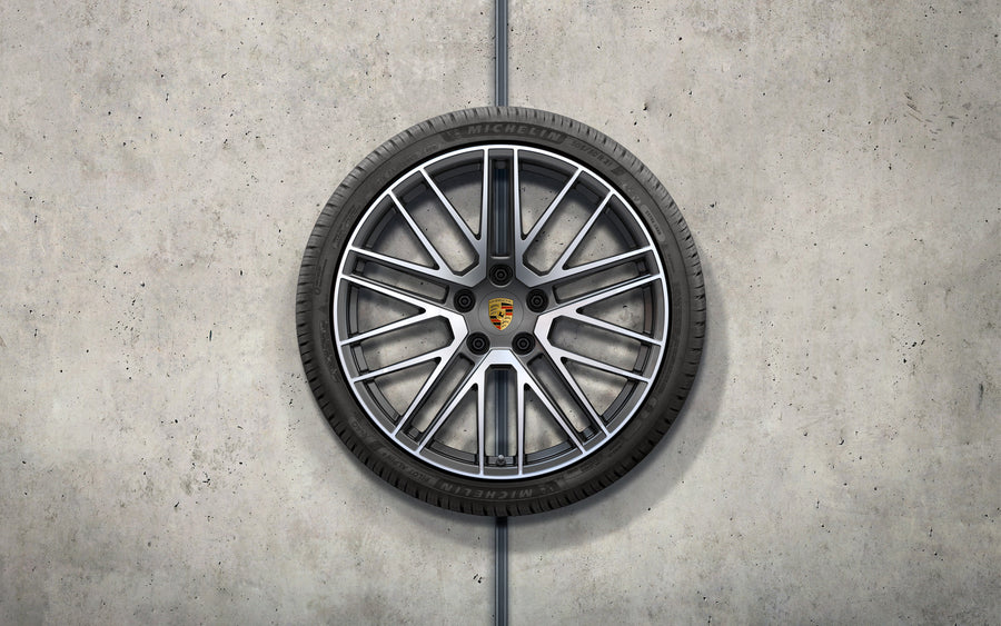 "20""/21"" Carrera 911 Turbo Winter Wheel and Tire Set - 992"