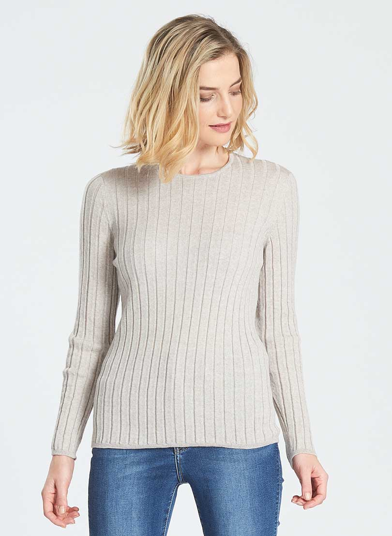 Ladies jumpers with crew neck, wide rib and long sleeve. Merino knit.