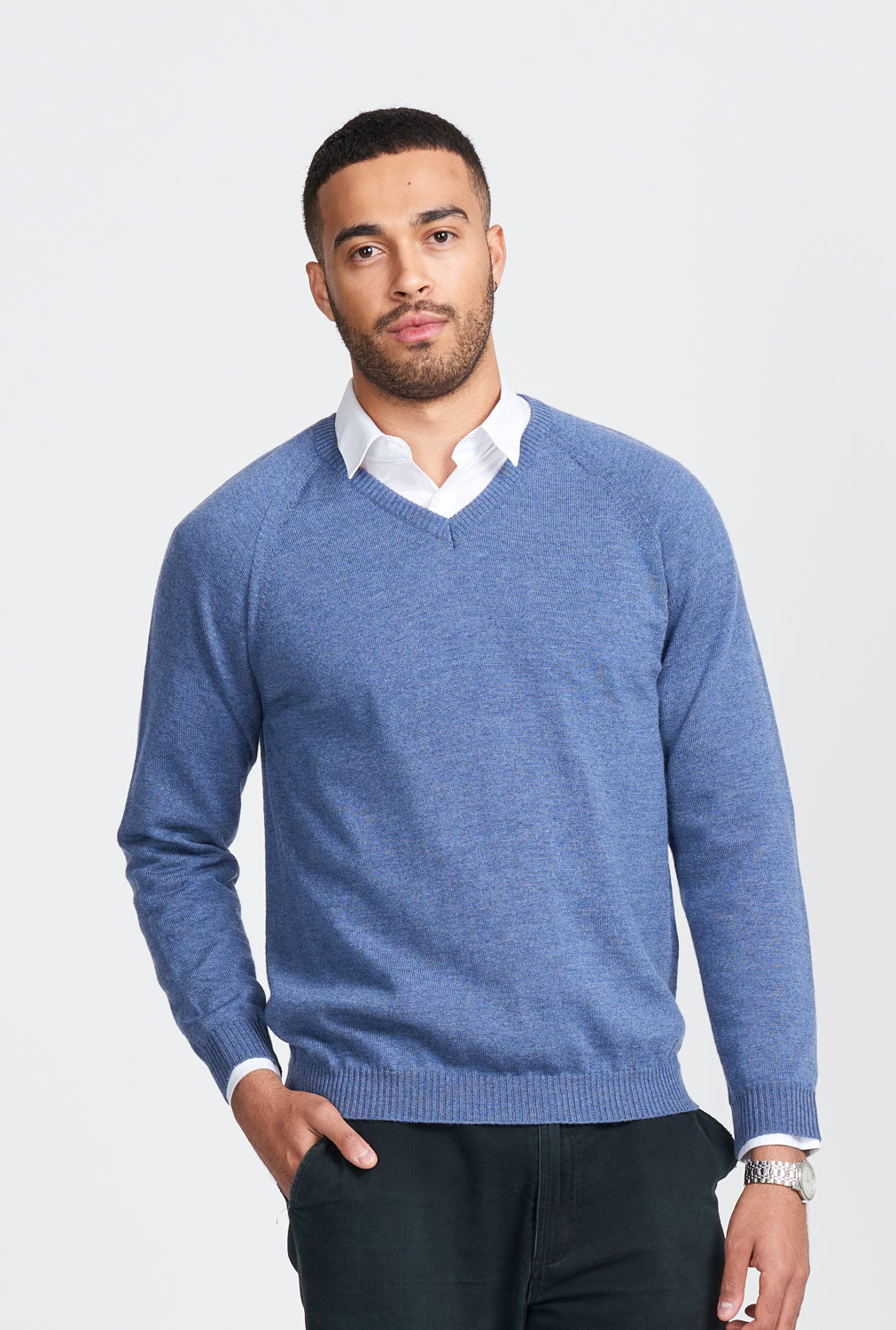Mens V neck jumper in 100% Merino. Long sleeves in one colour.