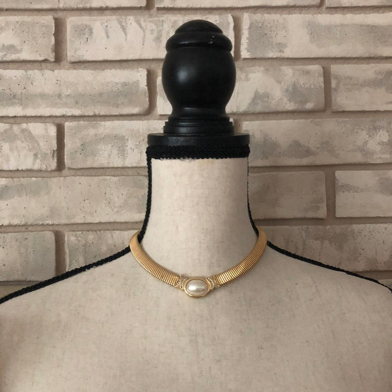 Classic Christian Dior Iridescent Pearl Gold Pendant