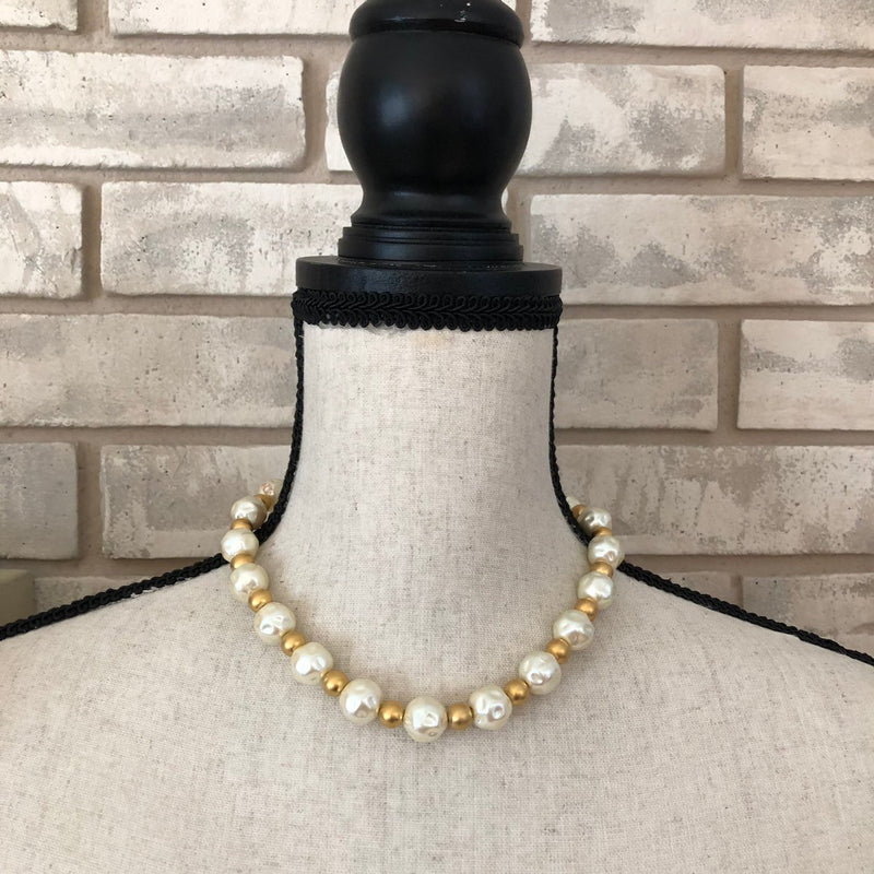 Vintage Anne Klein II Classic White Barque Pearl Necklace