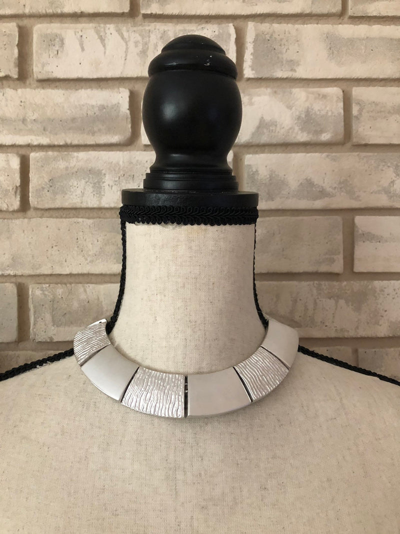 Monet Silver Modernist Vintage Collar Necklace