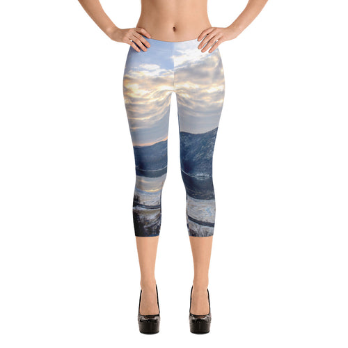 Wintery Bull Hill Capri Leggings
