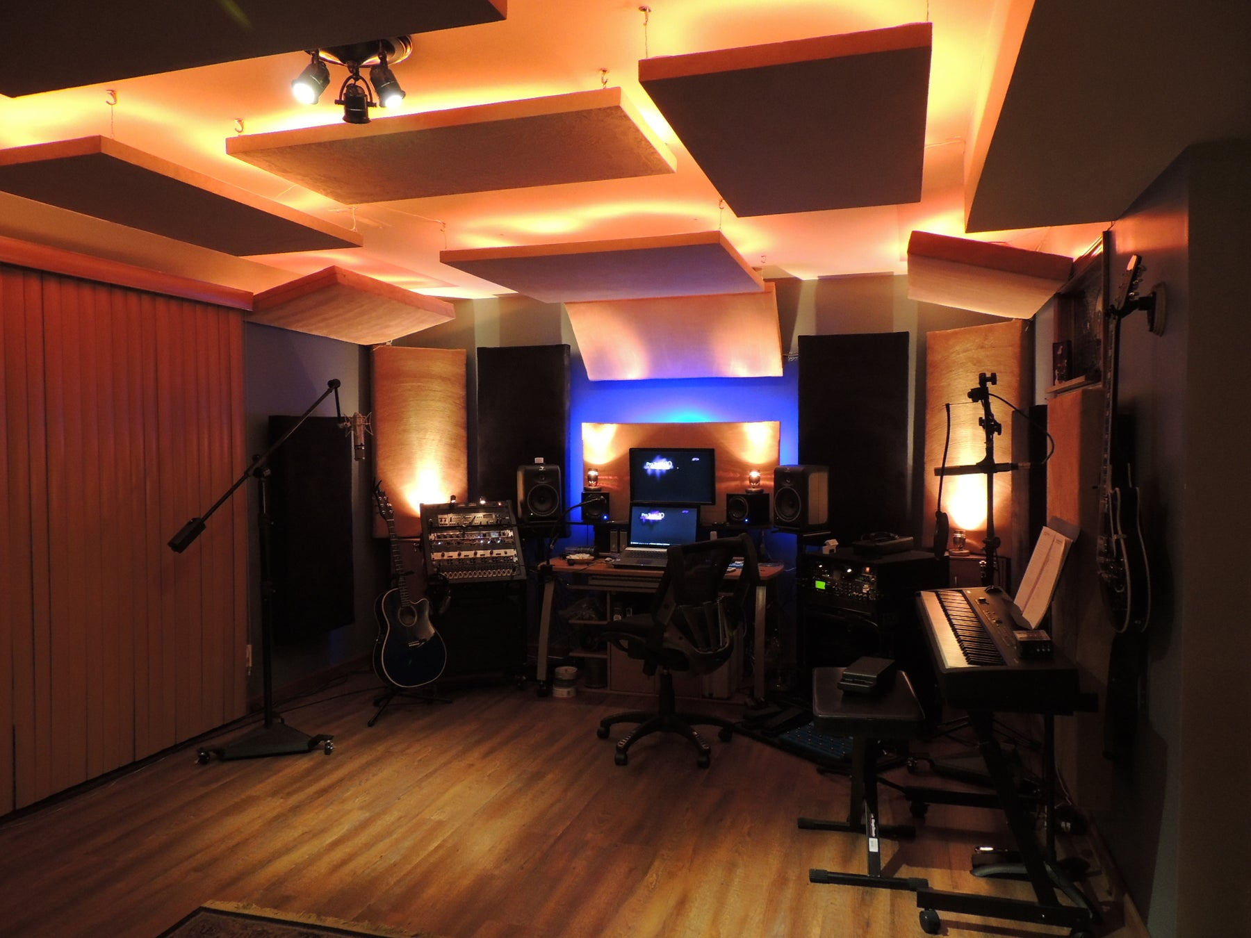 Does Mixmastered Acoustics offer acoustic panels in custom sizes?