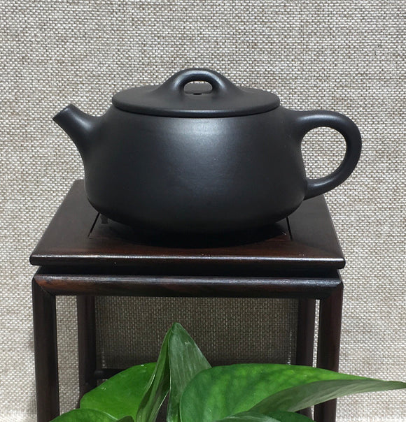 "Zisha teapot by master bedroom曹兰芳 黑泥""大口石瓢"" - Old Village Puer 老寨古茶"
