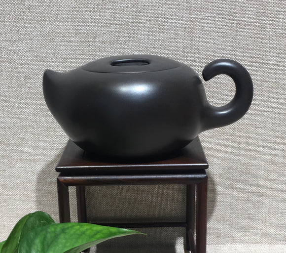 "Purple clay Teapot by master 曹兰芳 黑泥""牛气冲天"" - Old Village Puer 老寨古茶"