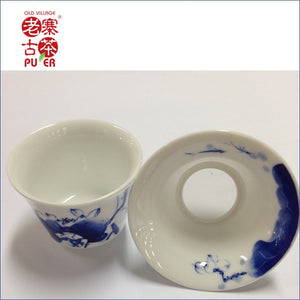Porcelain filter from Jing De Zhen, hand painted 景德镇 手绘青花茶漏 - Old Village Puer 老寨古茶
