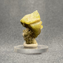 Load image into Gallery viewer, Titanite (Sphene).
