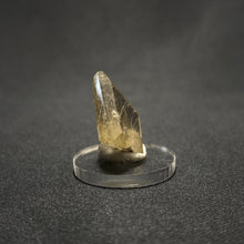 Load image into Gallery viewer, Gold Rutilated Quartz Facet.