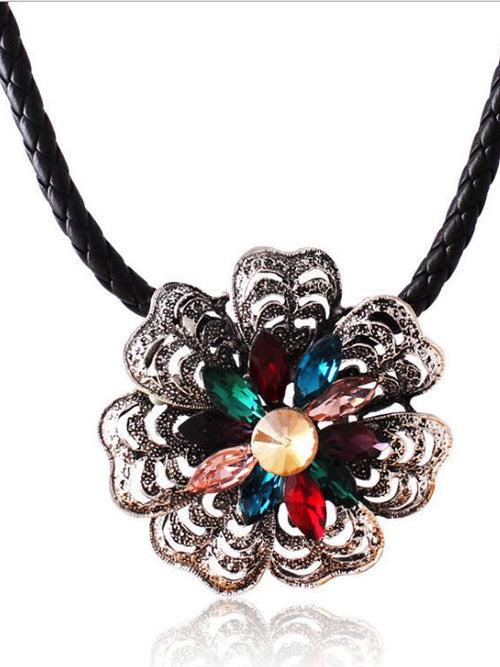 LaceShe Women's Vintage Handmade Necklace
