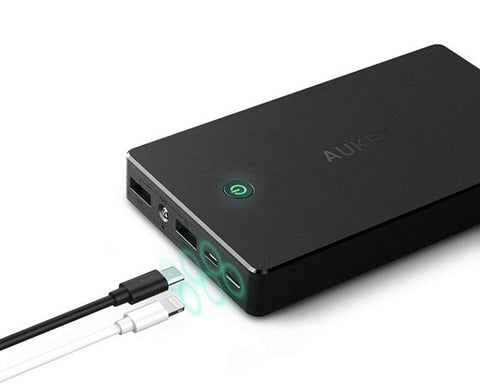 Batterie Externe 20.000mAh Aukey, ports Micro/USB/Lightning