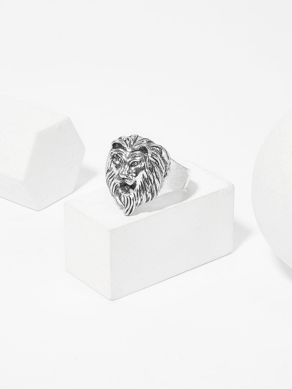 Men Lion Decorated Ring