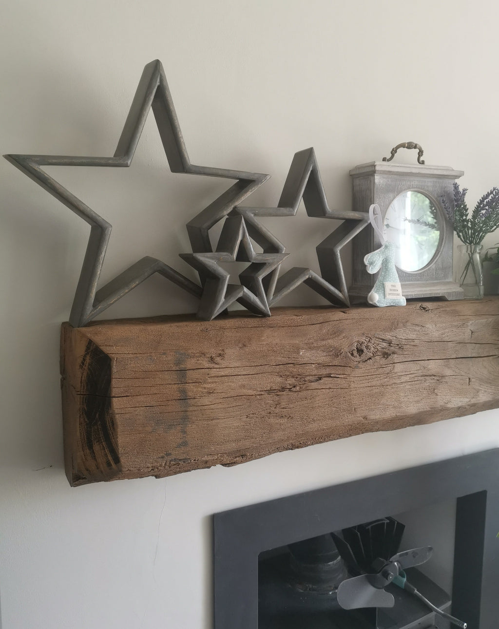 Grey Distressed Stars - The Burrow Interiors