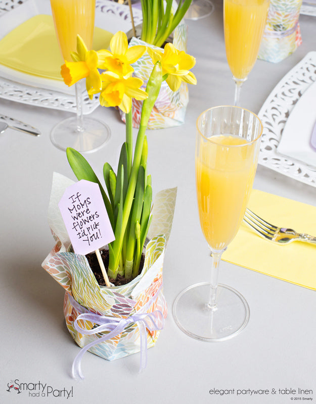 DIY Potted Daffodil Centerpieces for your Mother's Day Table that double as favors for mom to take home! | SmartyHadAParty.com