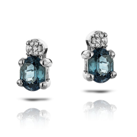 Saphire earrings with diamond sidestone in white gold