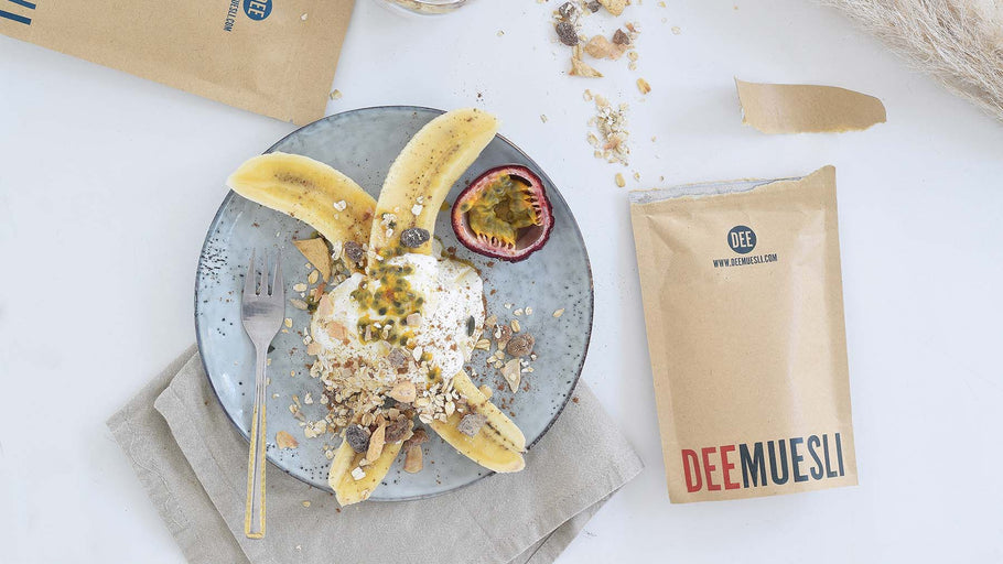 BANANA SPLIT WITH MUESLI AND PASSION FRUIT