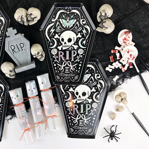 Black and white skull poison tableware