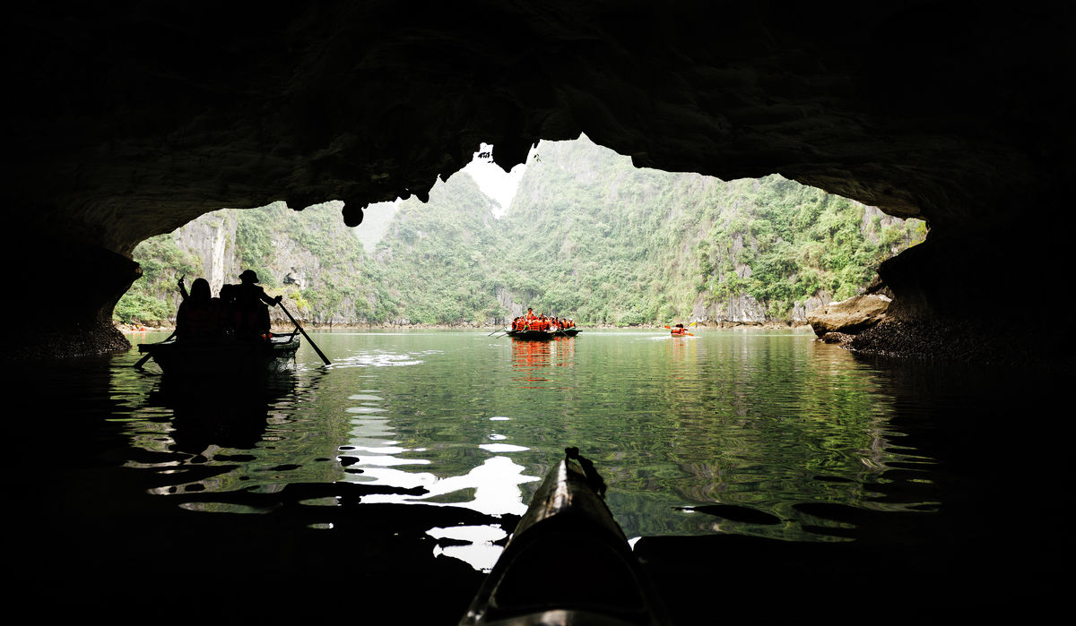 Canoeing in Ha Long Bay
