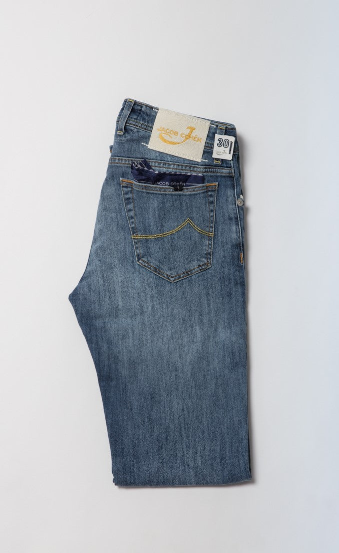 Jacob Cohen Jean in Medium Wash