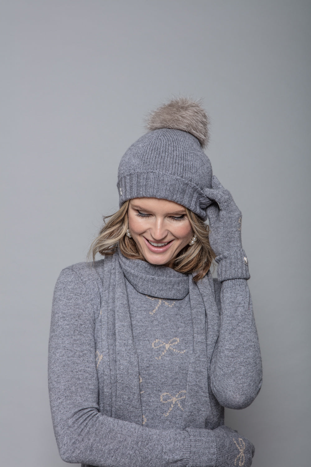 Fox Pom Hat in Grey