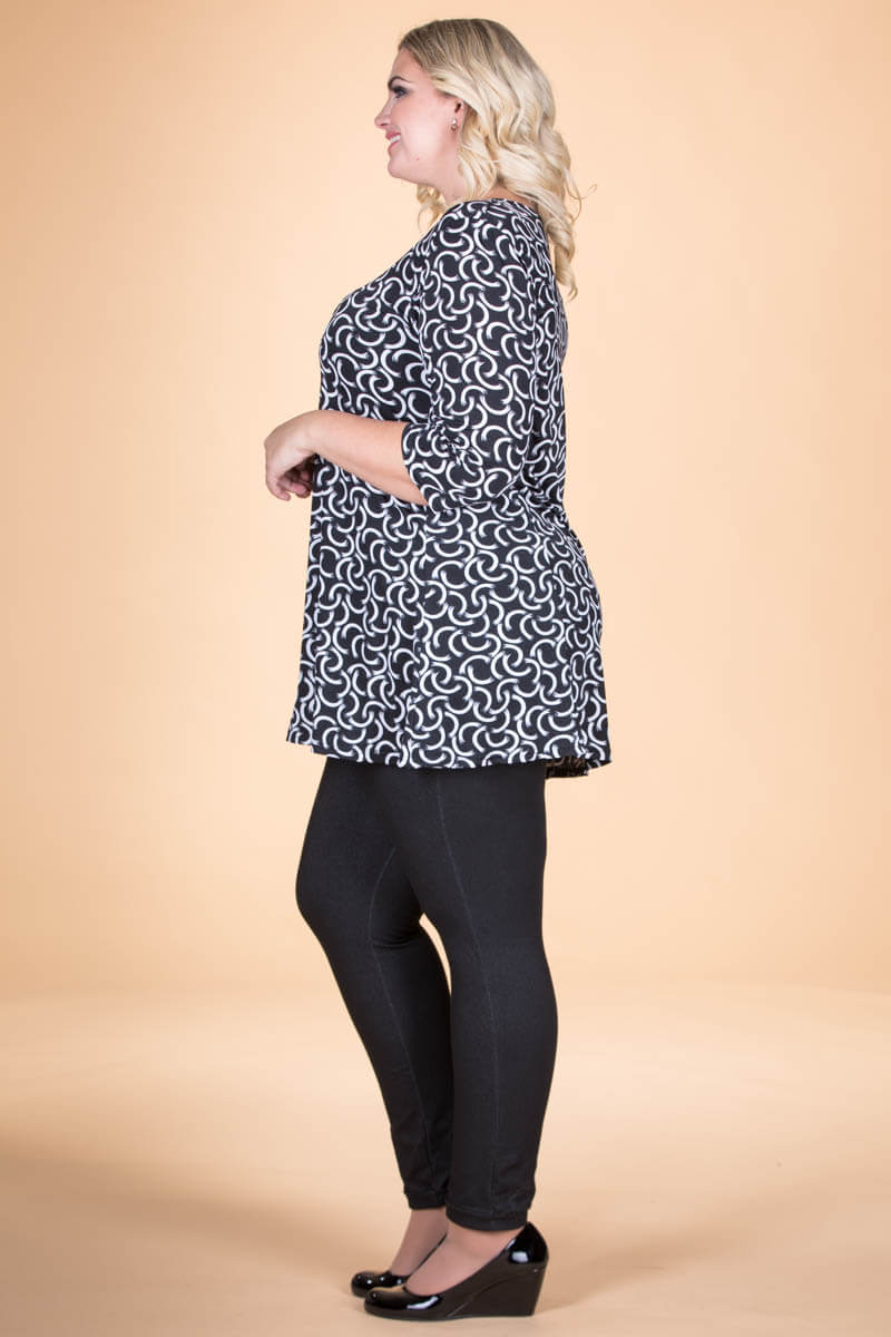 Simple Tunic - Black & White Print ONLINE ONLY