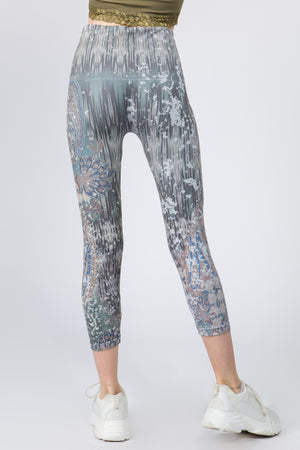 B4438AB Capri/Short Distressed Paisley Leggings