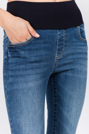 B4679 Fray Hem Crop Jeans with High Waistband