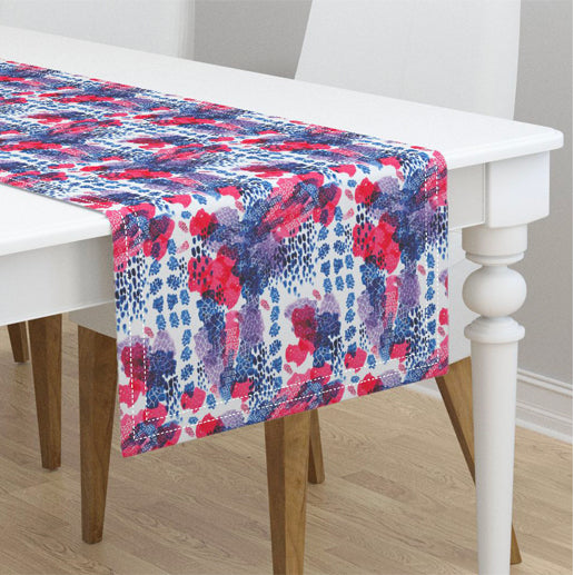 Raining Berries Table Runner © Nicolet Laursen