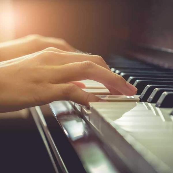 Piano Lessons | Music Gallery Academy
