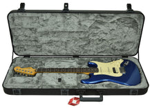 Fender American Ultra Stratocaster HSS in Cobra Blue US20008465