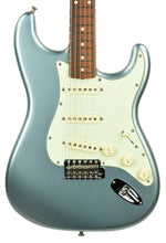 Used Fender Vintera '60s Stratocaster in Ice Blue Metallic MX19058632