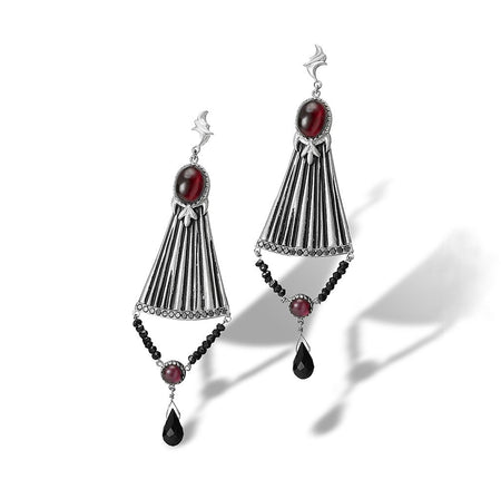 A feminine stylized chandelier earring in white gold with a flirty and fashionable style