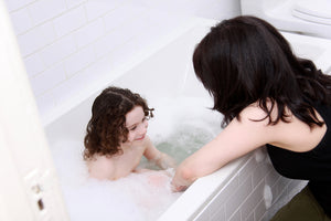 4 Ways to Get You Kids in the Bath