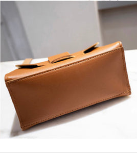 The Messenger Purse