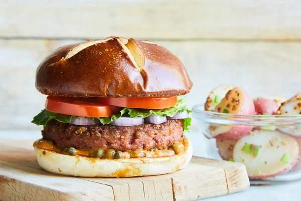 The Beyond Burger® con Papas a la Francesa (vegano)