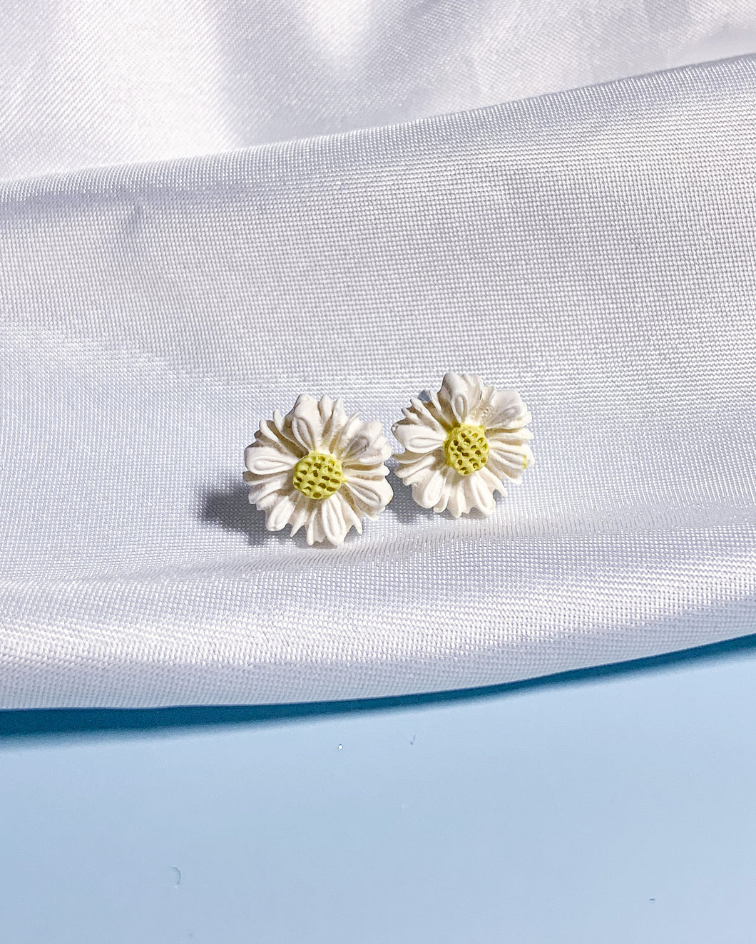 Daisy Dream - #2 Medium Studs