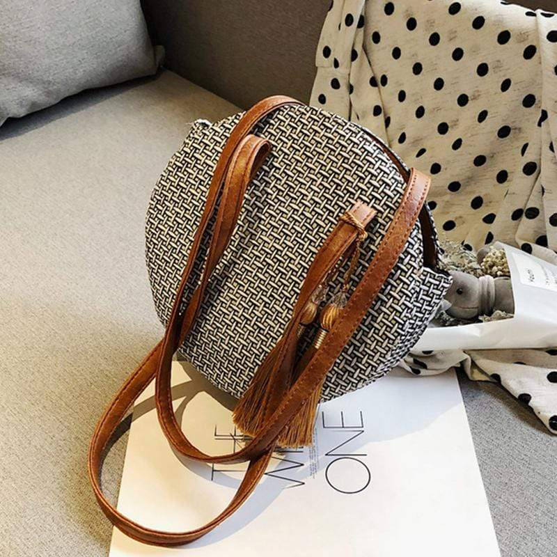 Obangbag Women Chic Vintage Tassel Lightweight Round Woven Straw Shoulder Bag Crossbody Bag for Travel for Beach