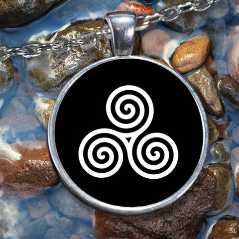Triple Spiral Celtic Pendant Necklace, Silver-Plated Pendant-Necklace Moods of Ireland